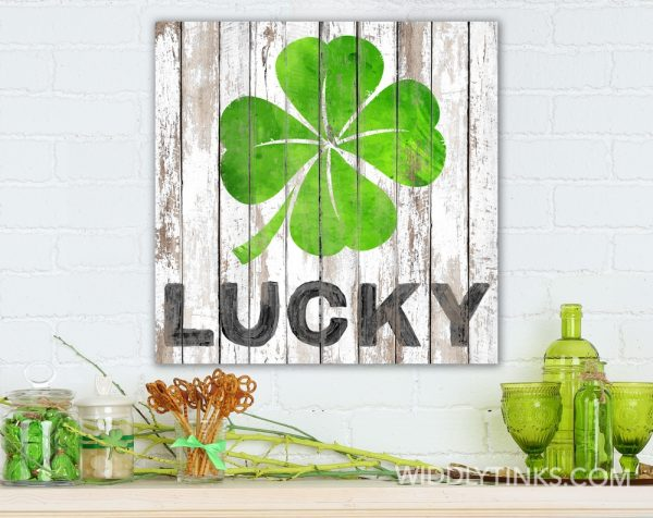 lucky clover st patricks day sign room